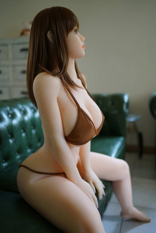 巨乳 真人娃娃